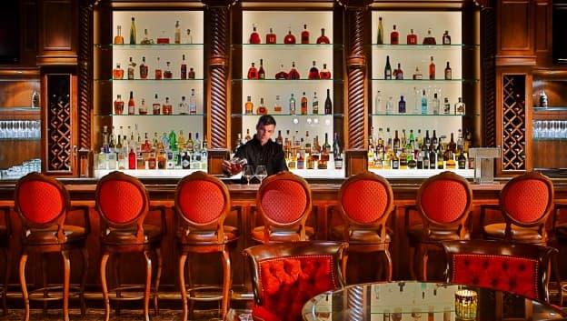 Sir Harrys Lounge interior